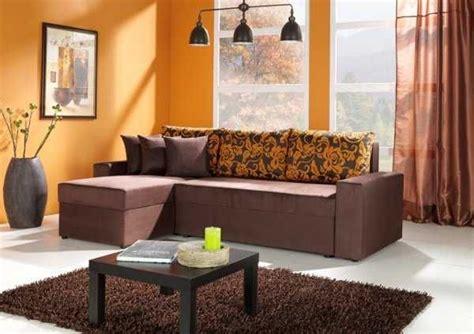 Las paredes naranja combinan muy bien con un mueble color ...