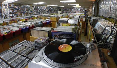 Las pequeñas tiendas de discos resisten como pueden a la ...
