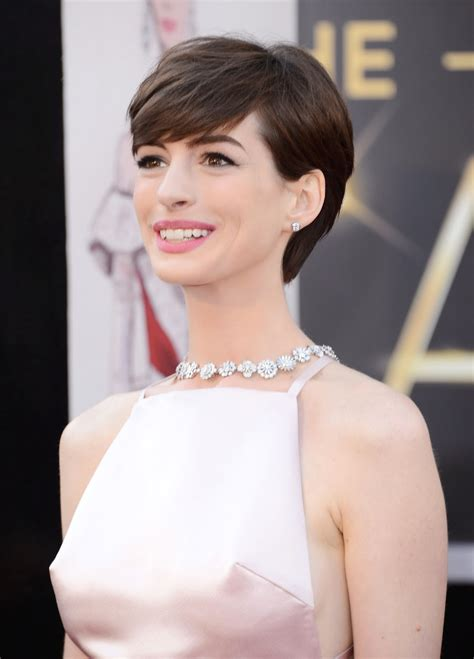 Latest Celebrity Photos: Anne Hathaway Sexy and Hot Wallpapers