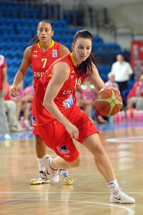 Laura Gil, la cara del éxito del baloncesto femenino   AS.com