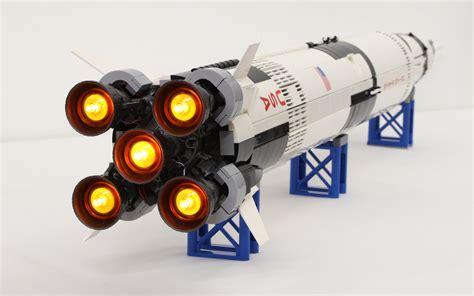 LEGO Saturn V avec son et lumière   HelloBricks