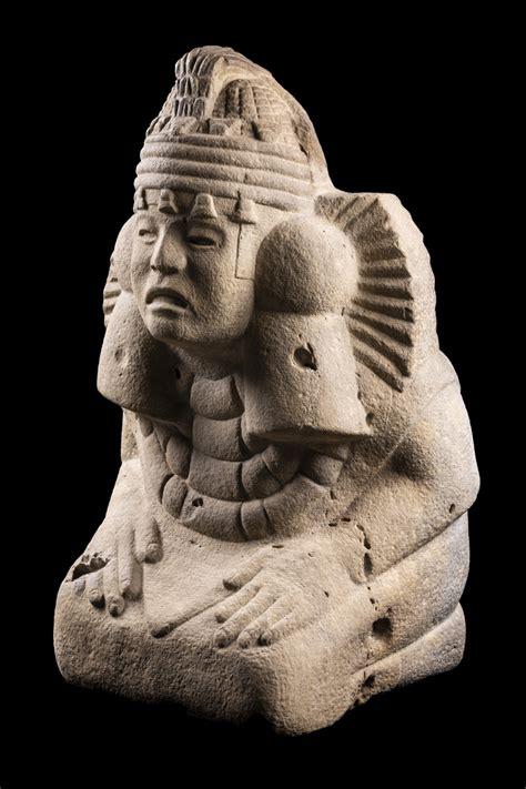 Les colosses Olmèques investissent le Musée du Quai Branly ...
