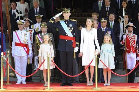 Letizia Ortiz: Reina, amante esposa y madraza el día de la ...