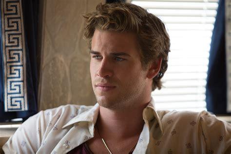 Liam Hemsworth y Dwayne Johnson Empire State : Pelicula ...