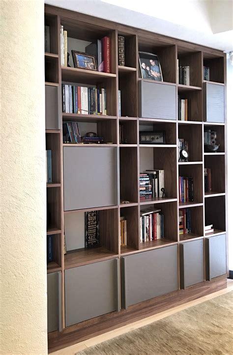 Librero terminado en nogal y encino laqueado. Departamento ...