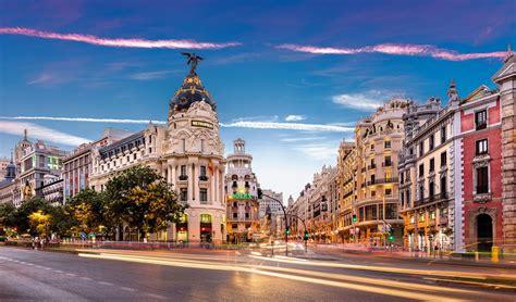 Libro sobre Madrid, ciudad monumental