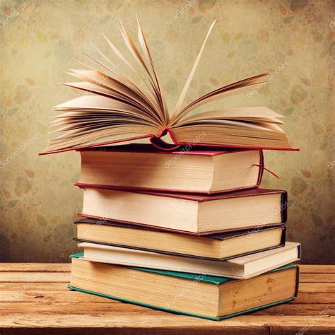 Libros antiguos vintage: fotografía de stock  maglara ...