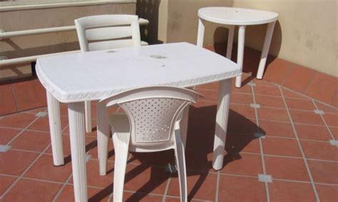 Limpiar mesas y sillas de plástico   Hogarmania