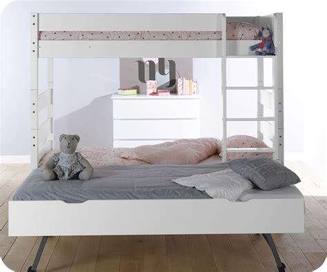 Litera alta con cama nido, color blanco. 90x190 cm