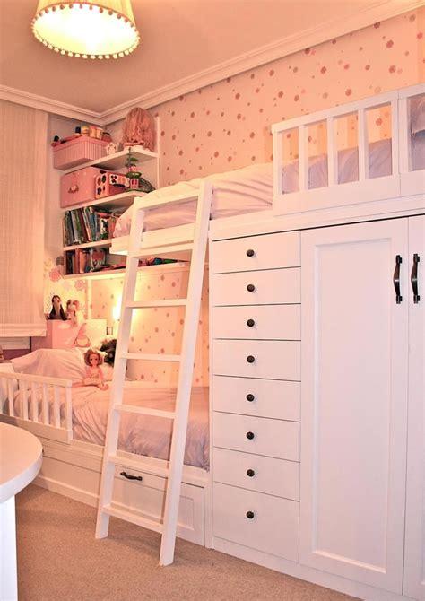 Literas en dormitorio infantil para dos hermanas