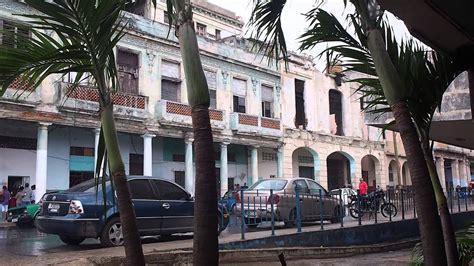 Lloviendo duro bajo el Hospital Almejeiras en la Habana ...