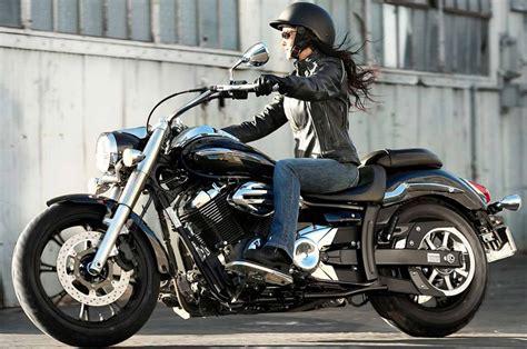 Look femenino sobre la moto – Gente de Moto