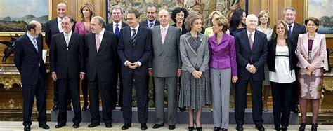 Los 17 ministros del nuevo Gobierno de Zapatero prometen ...
