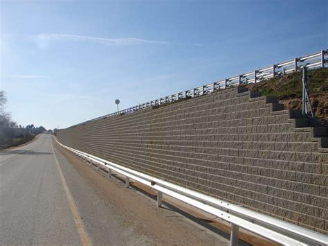 Los beneficios de un muro de contención de tierra armada