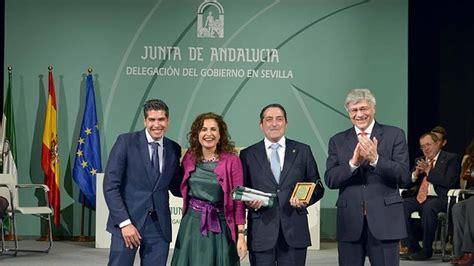 Los campaneros reciben su «Bandera de Andalucía»