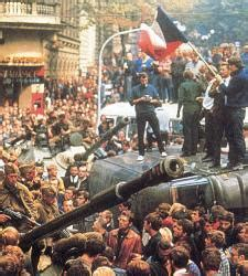 Los checos recuerdan en Praga el 20 aniversario de la ...