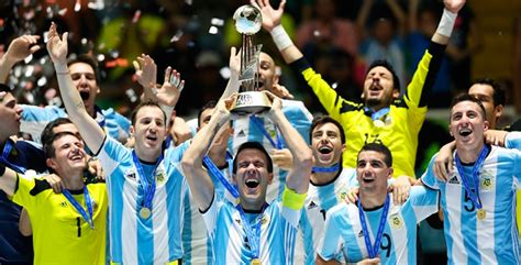 Los hermanos Vaporaki, campeones del mundo de fútbol sala ...