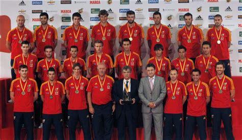 Los jugadores de la selección española de fútbol posan ...