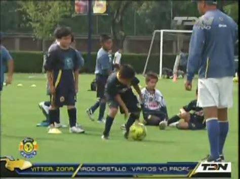 Los Niños en Escuela de Futbol del America   YouTube