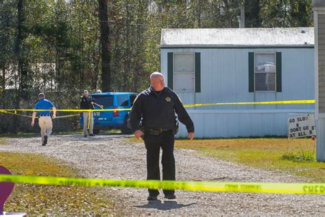 Louisiana Shooting Leaves 5 Dead; Suspect at Large
