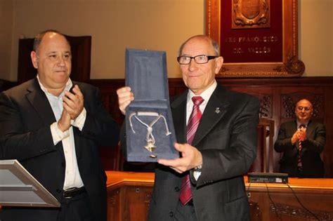 L'Ajuntament entrega la Medalla d'Honor de les Franqueses ...