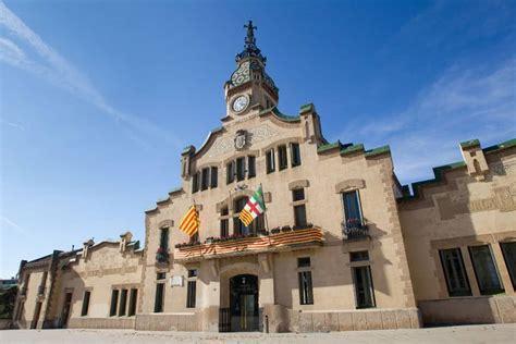 L'edifici d'interès històric de l'Ajuntament de les ...