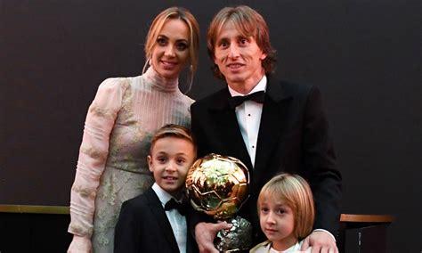 Luka Modric celebra su Balón de Oro en familia