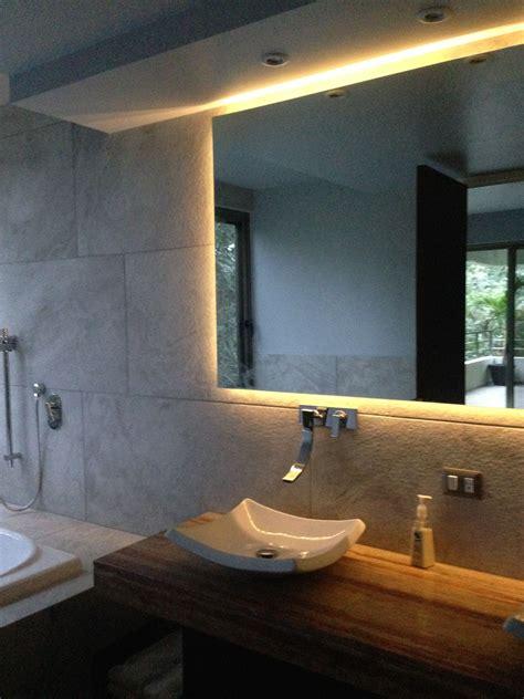 Luz Led detrás de espejo en baño   Espejos para baños ...