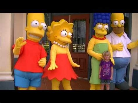 Macie E visits the Simpsons at Universal Studios in ...
