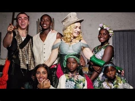Madonna Con Sus Hijos