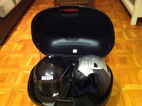 Maleta moto segunda mano. Baul 46 litros para 2 cascos de ...