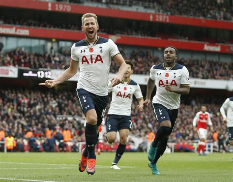 Man United fans bitter as Harry Kane signs new Tottenham ...