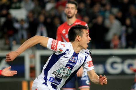 Manchester United News: Club Chasing Mexico Ace Hirving Lozano