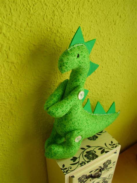 Manualidades Luna Clara: Dinosaurio de tela