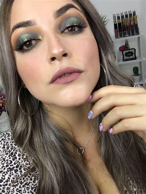 Maquillaje en tono verde | Tonos de verde, Maquillaje, Verde