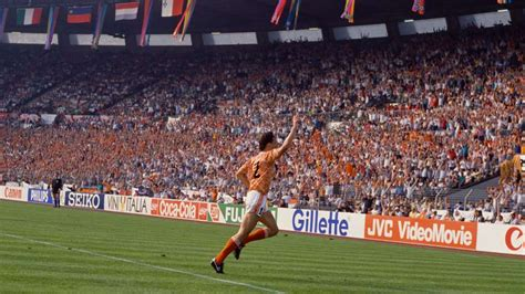Marco van Basten Netherlands European Championship 1988 ...