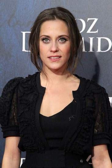 María León:  Me encantaría hacer un papel de loca en el ...