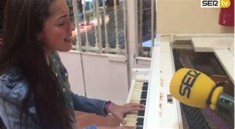María Parrado en directo en el piano de Radio Sevilla ...
