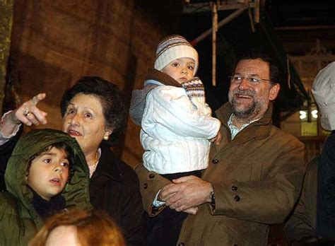 Mariano Rajoy, con su hijo pequeño | Edición impresa | EL PAÍS