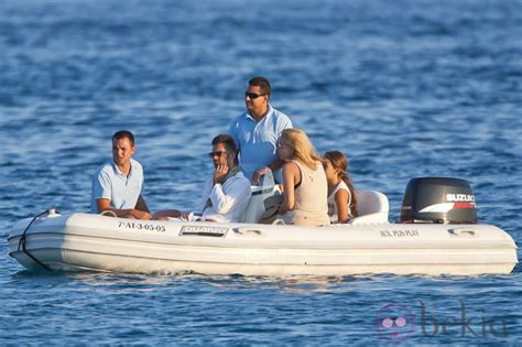 Marta Sánchez y Hugo Castejón rumbo al barco de Vicky ...