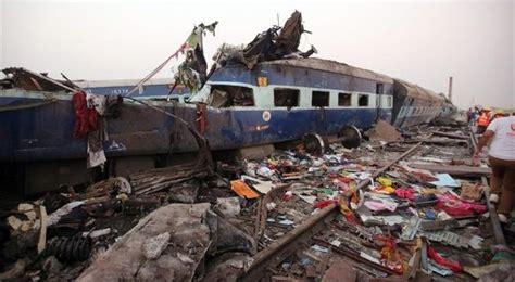 Más de 100 muertos tras descarrilamiento de tren en India ...