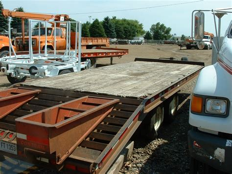 MDU Resources Surplus Auction   1994 Contrail C 23 Deck ...
