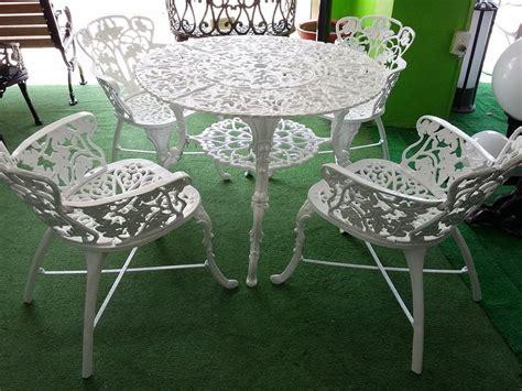 Mesa De Jardin De Aluminio Fundido Con 4 Sillas   $ 7,600 ...
