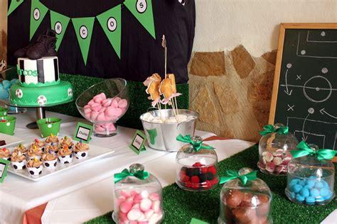 Mesa dulce con temática de fútbol para comunión de niño ...