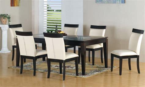 Mesa y sillas de comedor clásicas atemporales :: Imágenes ...