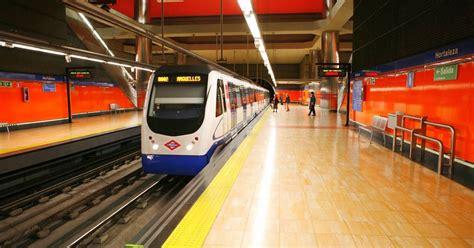 Metro de Madrid instala más de 2.000 cargadores de móvil