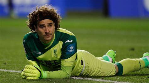 Mexico goalkeeper Guillermo Ochoa joins Standard Liege ...