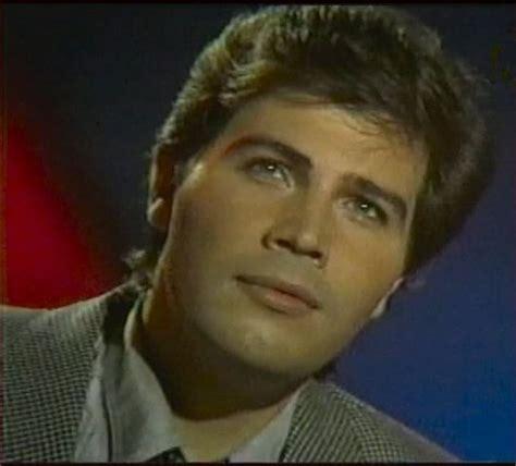 Miguel gallardo, un 12 de noviembre, despedida al cantante ...