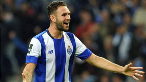 Miguel Layun Is Becoming A Leader At Porto