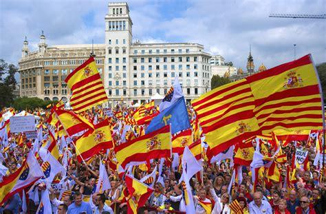Miles de catalanes reclaman a Puigdemont que rectifique ...